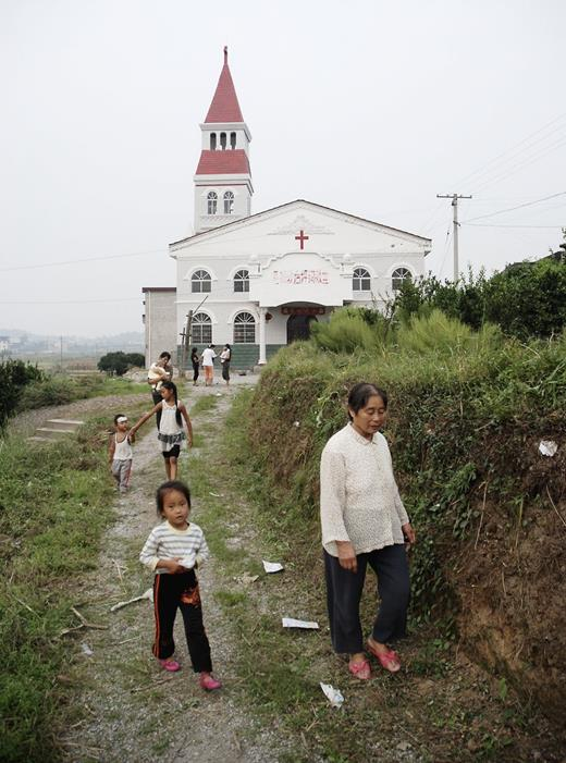 "Some observers have noted that the spread of Christianity is more vigorous today than at the peak of Protestant evangelism by Western missionaries in the 1920s. Even though the Communist Party has created an array of state-run organizations to control and manage religion, everywhere in rural China there are increasing numbers of adherents of so-called underground churches (dixia jiaohui), sometimes also called ""house churches"" (jiating jiaohui). (Photo: Hunan Province)"