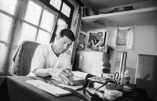 Dharamsala Men-Tsee-Khang doctor at his office desk. © Seb Geo 2008