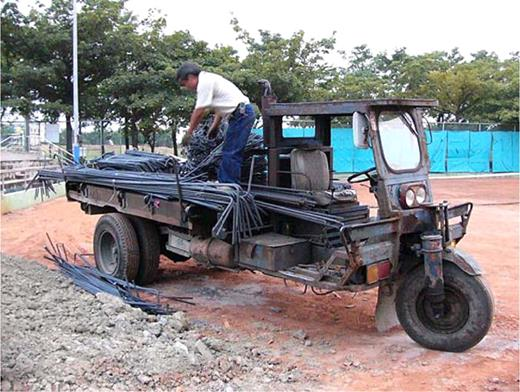 The reassembled car for carrying construction steel bar. Photo by the author at Douliu, Yunlin County