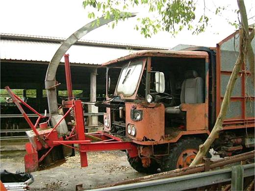 The reassembled car uses its motive power to drive the device that harvests corn or grass for feed. Photo by the author at Honyeh, Hualian County