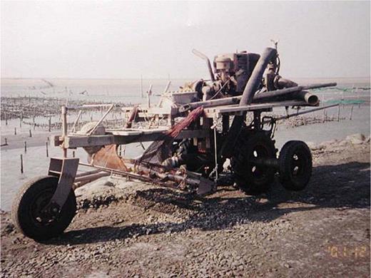 The reassembled car for picking clams. Photo by Shiaowen Huang at Hanbao, Chanwha County