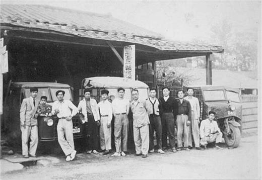 The reassembled car company at Touliu, Yunlin County in the 1950s. The reassembled cars were legal and had plates. Photo offered by M3
