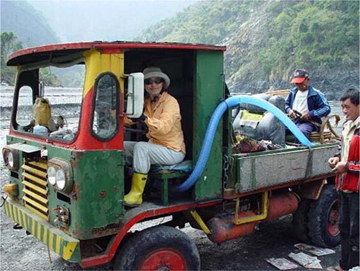 The assembled car used at Rukai, Pintong County, a mountain valley area. Photo provided by professor Sufen Chan