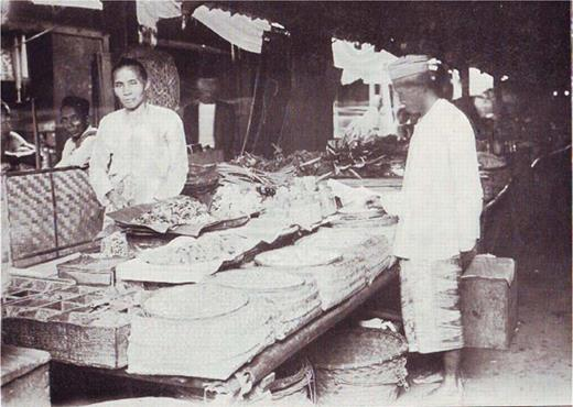 A small warung selling jamu on a pasar. Source Boorsma 1913
