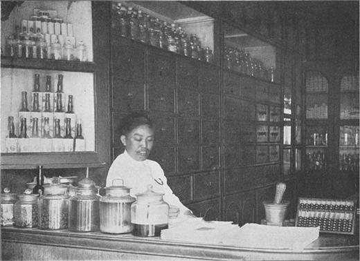 A Chinese pharmacist. Source Boorsma 1913