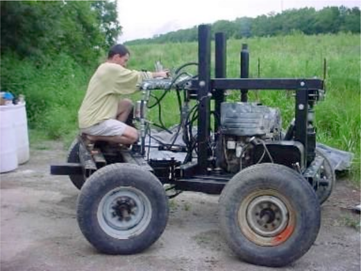 Jakubowski experiments with a tractor with an articulating chassis. Image courtesy of Open Source Ecology (CC-BY-SA).