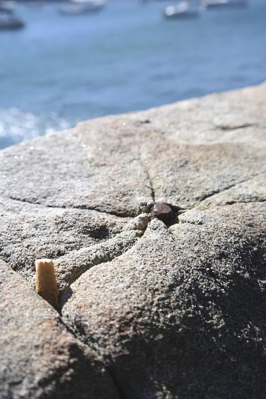 A sandstone parapet block cracked by the rusting of an iron insert. Photograph by the author