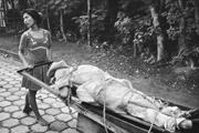 Susan Meiselas,  Monimbo Woman Carrying Her Dead Husband <b>Home</b> to Be Buried ...